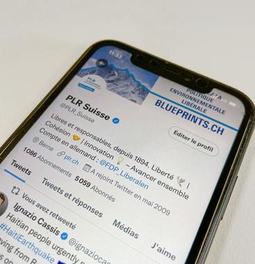 Iphone avec le profil Twitter du PLR